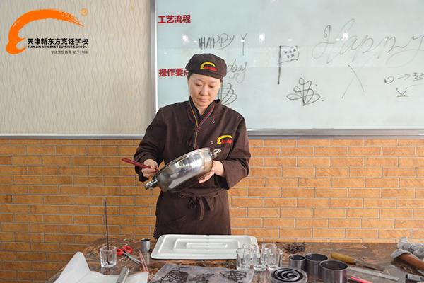 天津新东方烹饪学校——西点大师韩美娜授课