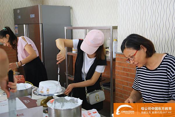 天津新东方烹饪学校西点DIY